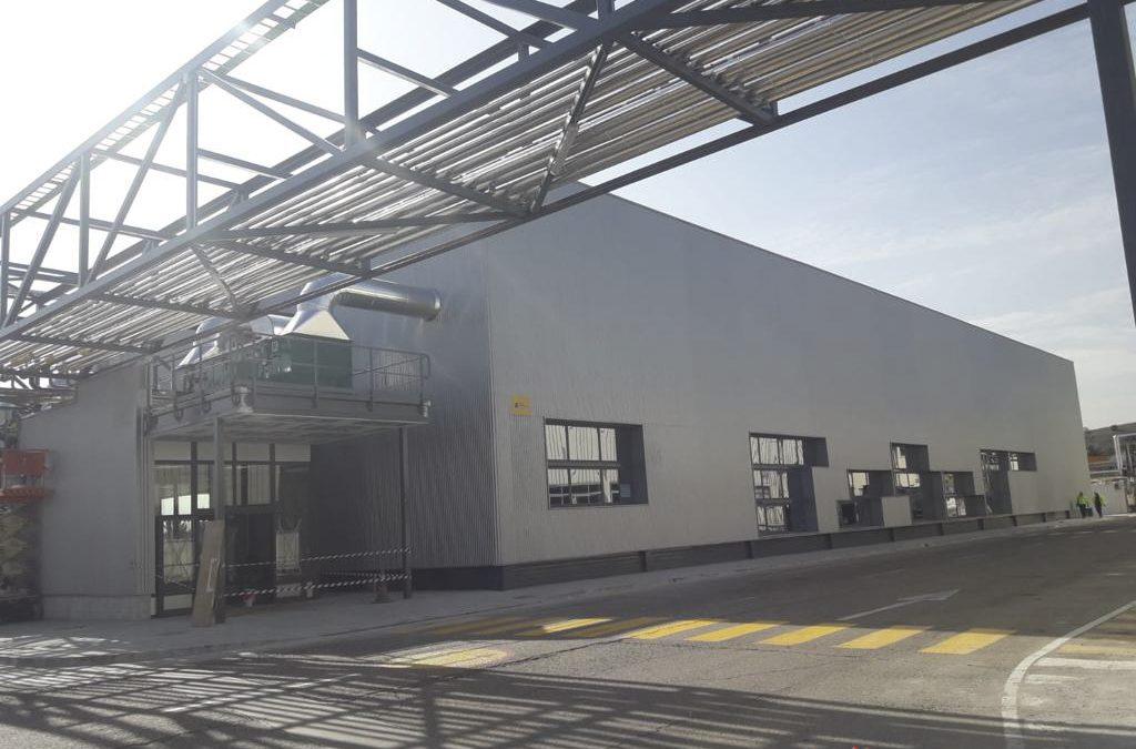 Construcción de nueva planta de envasado consistente en pilares, cerchas y correas metálicas y envolvente en chapa minionda + 1 línea de Rack de Instalaciones. (Madrid)